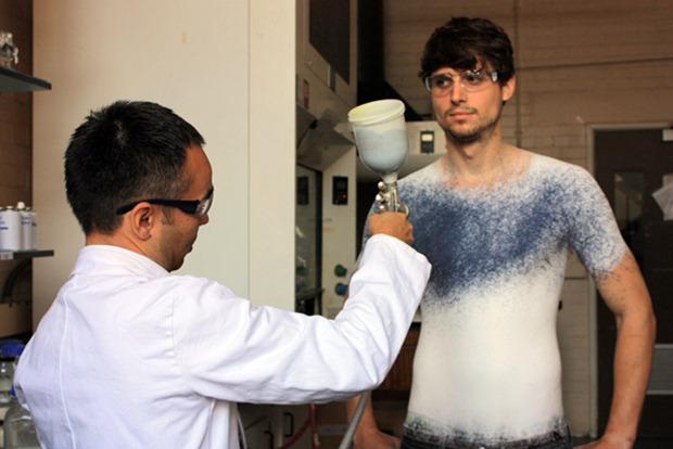 ropa en spray-modelo-de-camiseta