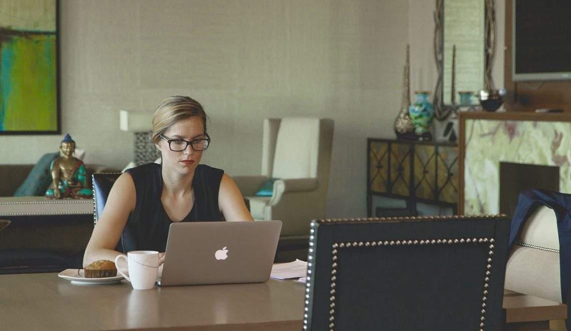 Estudio: Las mujeres delgadas ganan (bastante) más al año