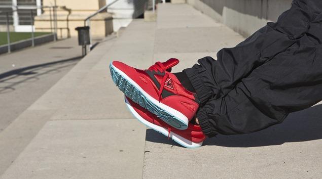"""竞技运动 24 Kilates重新设计了"""" Flash""""运动鞋"""