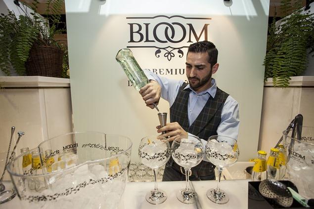 Cóctel Gin Tonic de BLOOM by Adrian Sehob (Punk Bach)