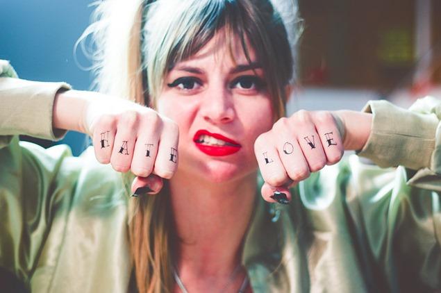 tatuajes manos y unas Tattoonie y Ghetto Nailz  (3)