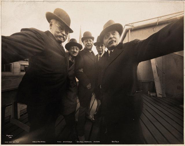 Los selfie se inventaron en 1920 #CuttyNYC