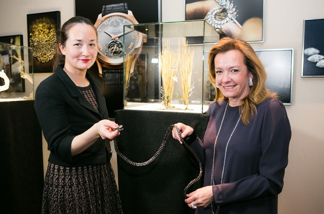 Harumi Klossowska de Rola & Caroline Scheufele with the Snake necklace 1