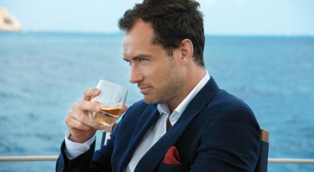 Jude Law corto Johnnie Walker Blue Label (2)
