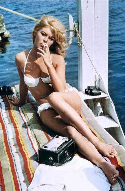 Brigitte Bardot bikini blanco
