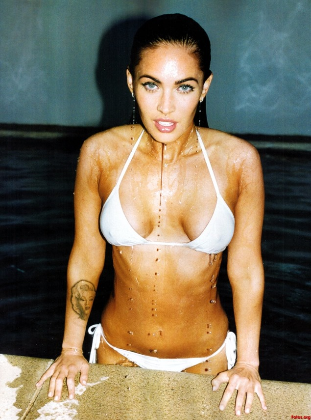 Megan-Fox-agua-bikini-blanco