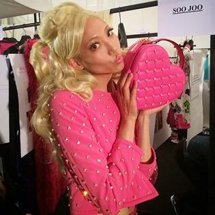 Moschino da vida a Barbie