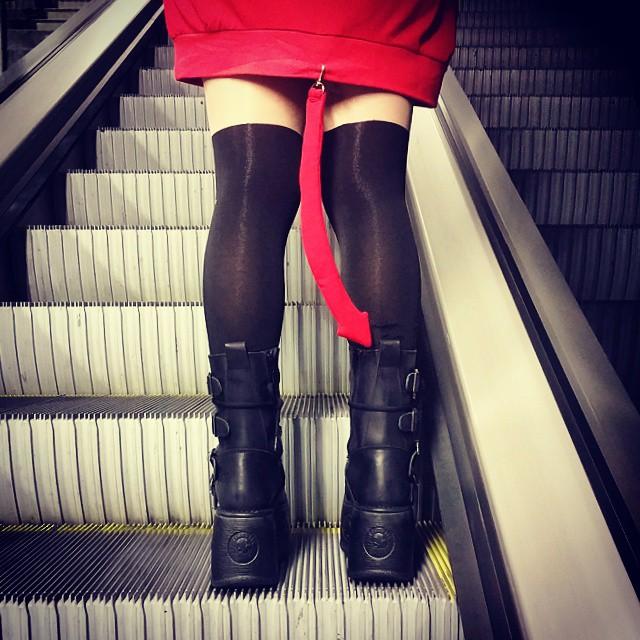 Diablilla en el metro ??