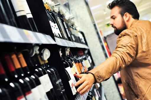 editorial moda personalidad gafas amarillas supermercado (14)