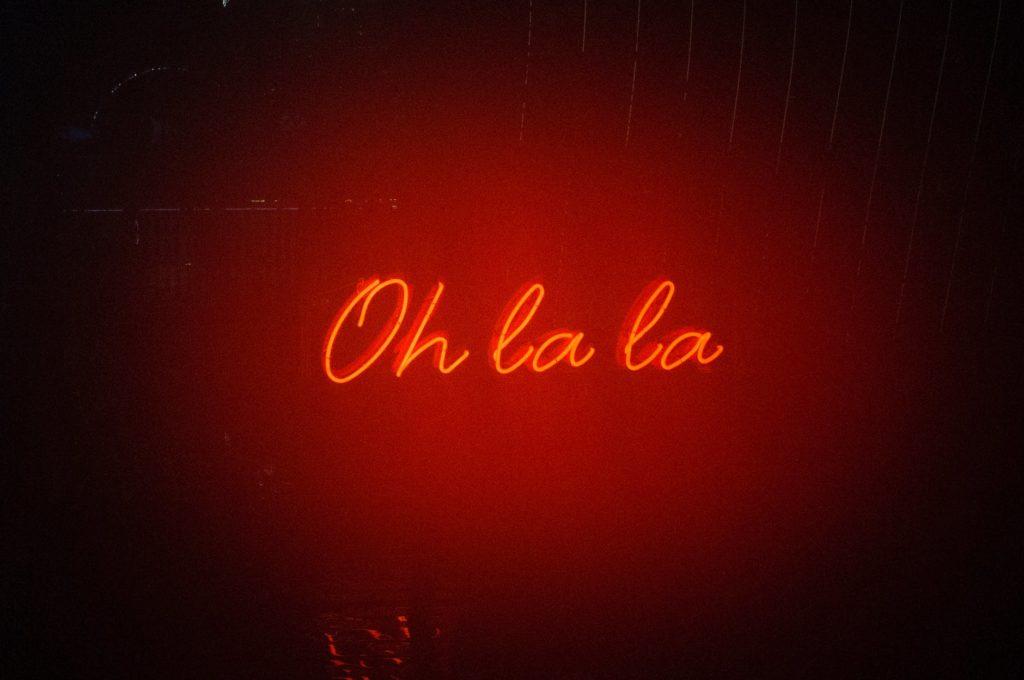 red oh la la light